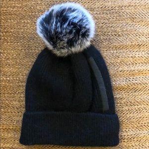 Fox Fur Black/White Tip Pom Hat